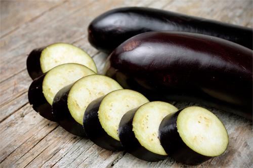Flanes de berengenas con aceite al aroma de avellanas – Receta