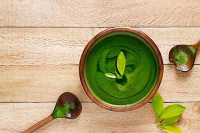té-verde-te-matcha-que-es-cuales-son-sus-beneficios-en-casa-pia-herbolario-online-tes-japoneses